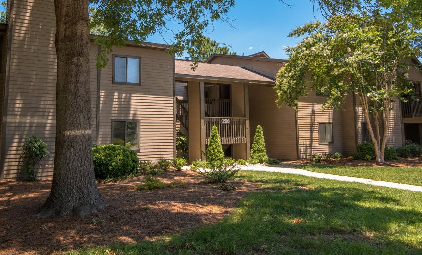 Stonesthrow Apartment Homes Lush Grounds and Exterior Greensboro NC