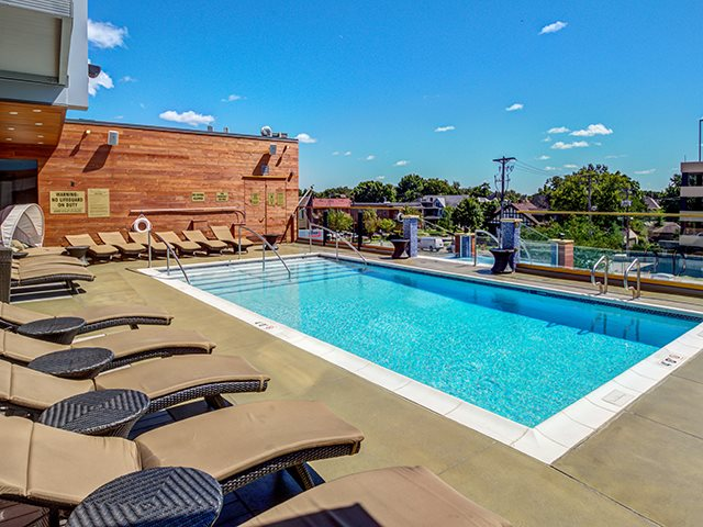 Rooftop Pool and Jacuzzi Spa at The Walkway Apartments in Uptown, Minneapolis