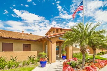 1280 North Citrus Ave. 1 Bed Apartment for Rent Photo Gallery 1