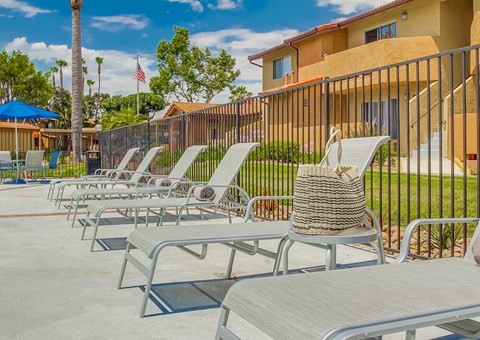 Las Ventanas Apartments Lifestyle - Pool Deck