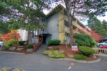6626 NE 182nd Street 1-2 Beds Apartment for Rent Photo Gallery 1