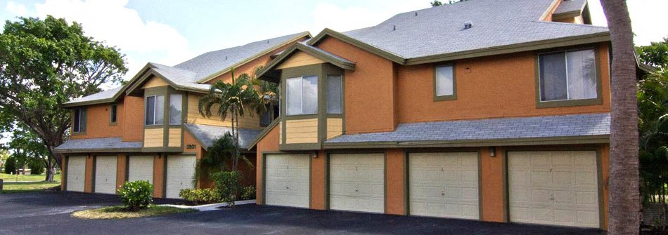 Buildings with Garages at The Villages of Banyan Grove Apartments in Boynton Beach FL