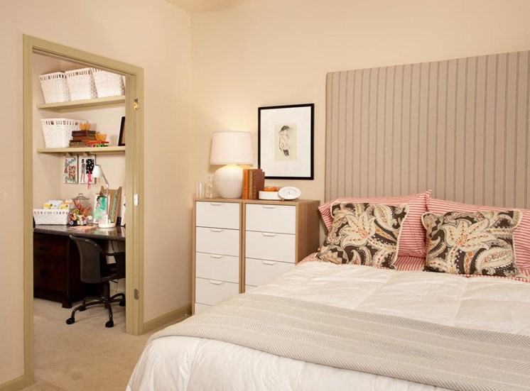 Walton Lakes Model Apartment Bedroom and Office Nook, Atlanta, GA