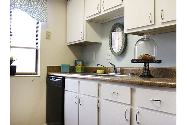 Fully equipped kitchens at Hunter's Creek Apartments in Blue Ash, OH