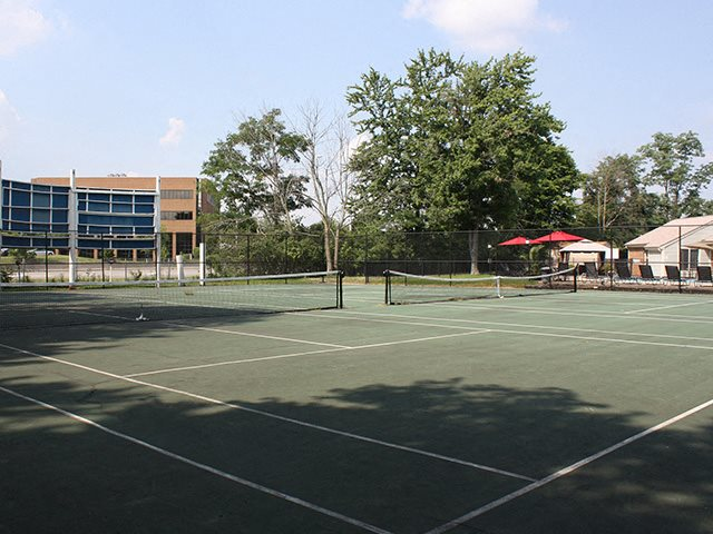Tennis court at Hunter's Creek Apartments in Blue Ash, OH