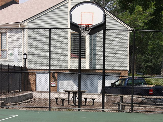 Basketball court at Hunter's Creek Apartments in Blue Ash, OH