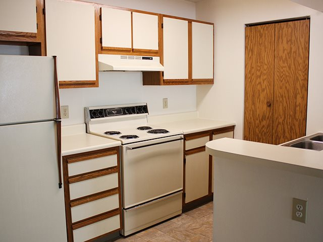 Fully equipped kitchens at Crown Woodhills in West Carrollton, OH