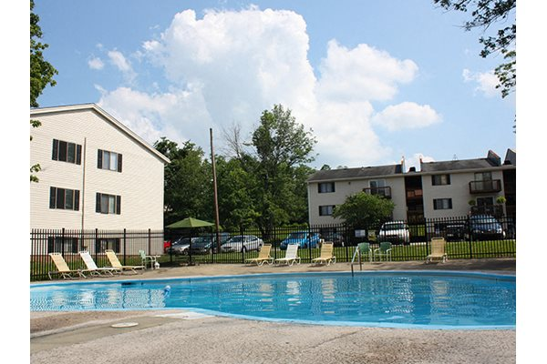 Swimming Pool at Oakwood Apartments in Florence, KY
