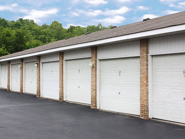 Garages at Wyndemere Apartments in Franklin, OH
