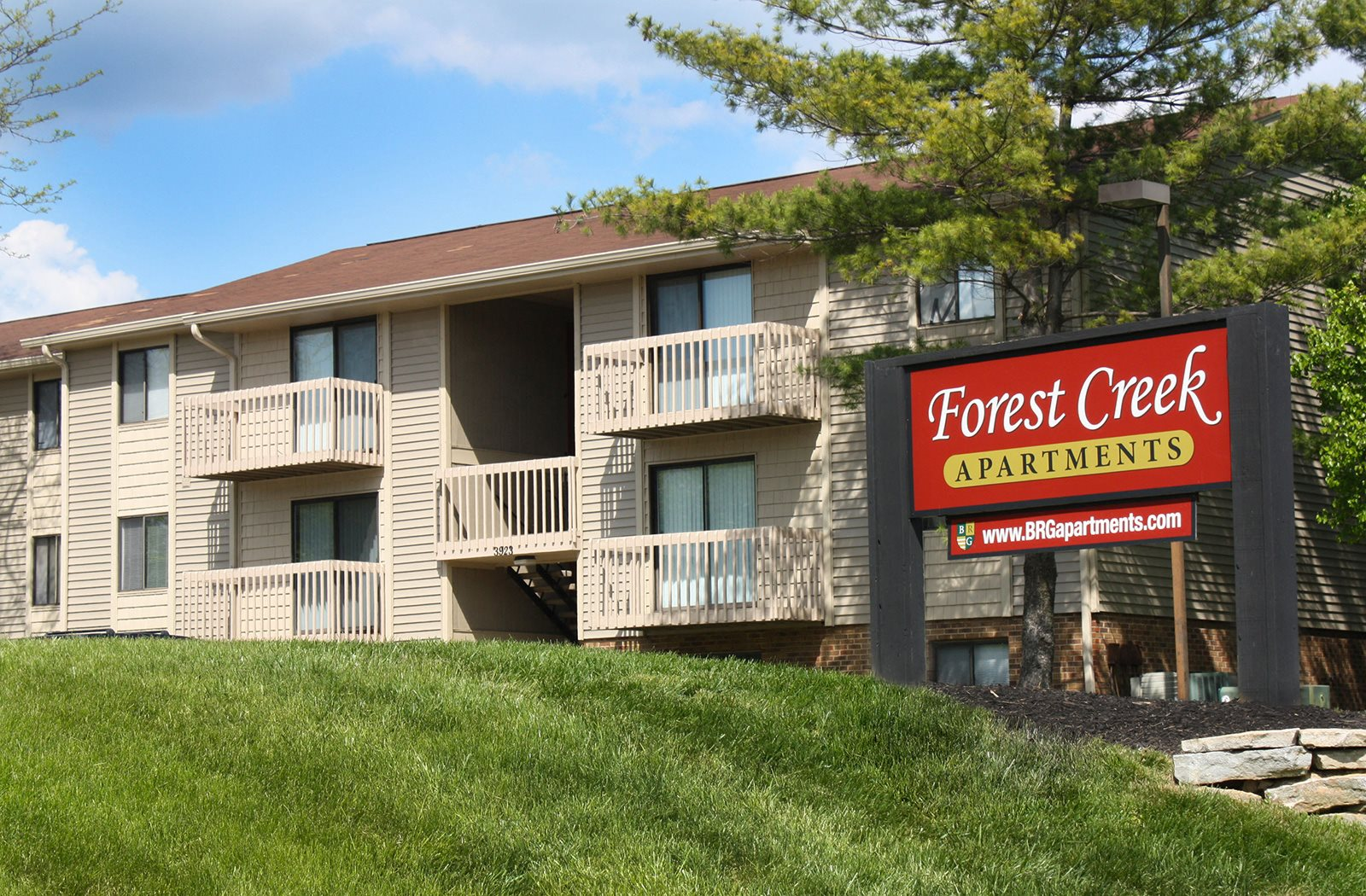 Magnificent Forest Creek Apartments Apartments In Middletown Oh Download Free Architecture Designs Momecebritishbridgeorg