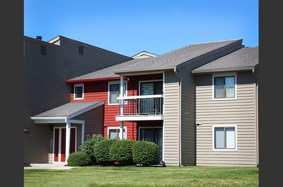 Deercross apartments 9225 deercross parkway cincinnati oh rentcaf for 3 bedroom apartments cincinnati