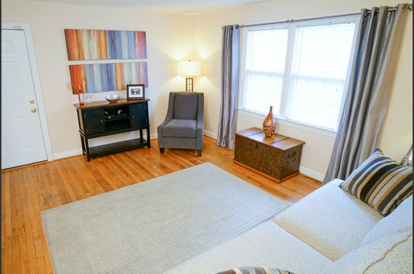 Affordable apartments in Norfolk VA living room. Bondale Apartments  7603 Bondale Avenue  Norfolk  VA   RENTCaf