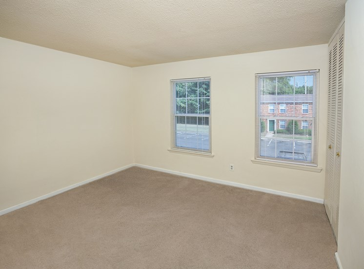 Woodbriar Apartments in Richmond bedroom