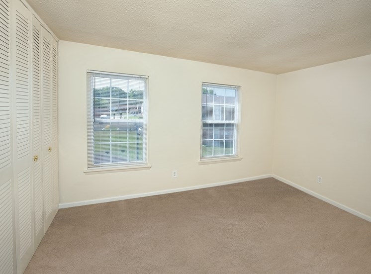 Woodbriar Apartments in Richmond room 1