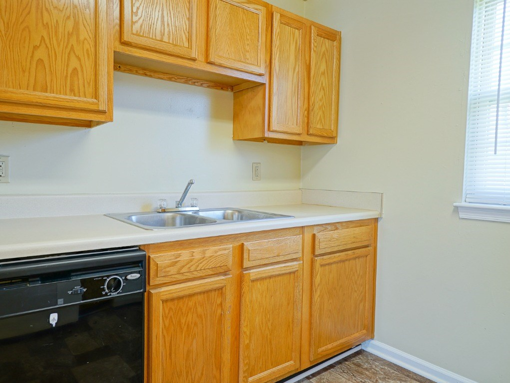 Kitchen at Wythe Creek Apartments Poquoson VA