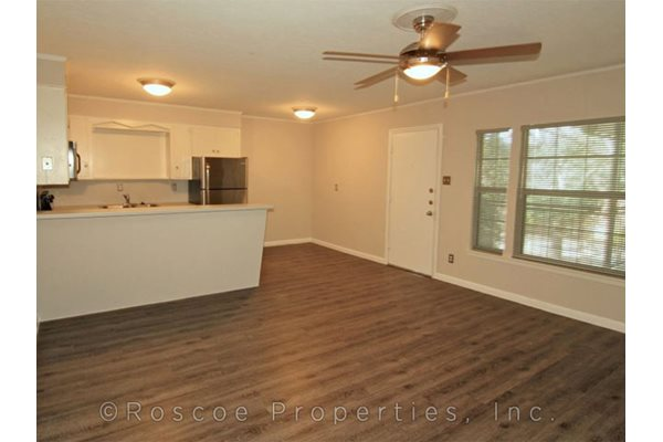 Enfield court apartments 2606 enfield road austin tx for Vinyl flooring enfield
