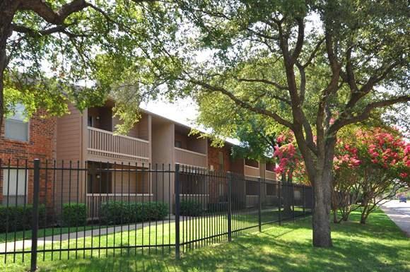 Creekstone Apartments Dallas Tx