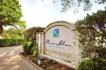1702 Edgefield Dr. Studio-2 Beds Apartment for Rent Photo Gallery 1