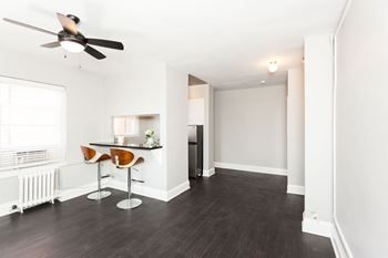 2424 Wilshire Blvd Studio Apartment for Rent Photo Gallery 1