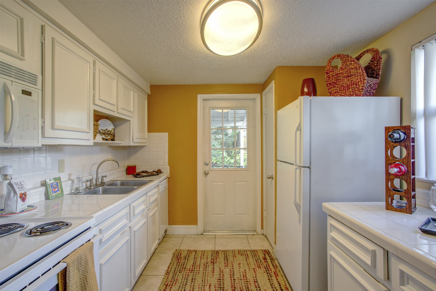 galley kitchen at Bungalow Oaks in Tampa Florida