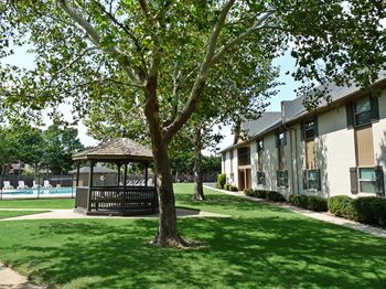 4601 W. Nicklas Ave 1-3 Beds Apartment for Rent Photo Gallery 1