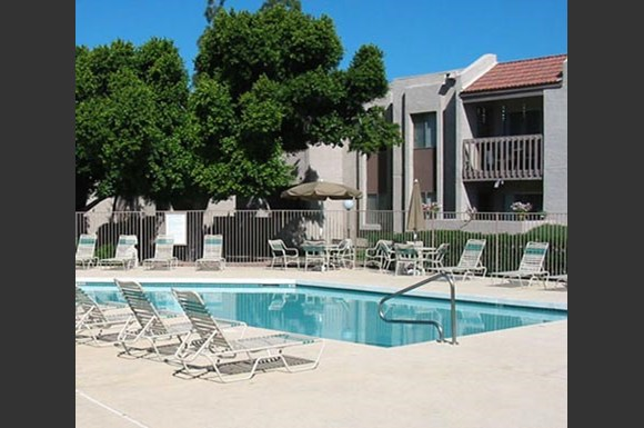 Spring meadow apartments 10030 n 43rd avenue glendale az rentcaf for Cheap 1 bedroom apartments in glendale az