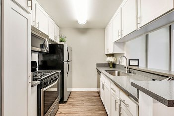 5830 Reseda Boulevard 1 Bed Apartment for Rent Photo Gallery 1