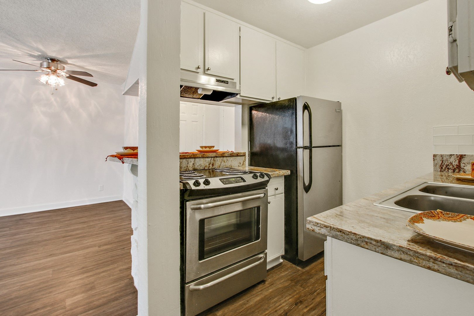 Lavish Kitchen at Woodcliff Apartments, California, 90034