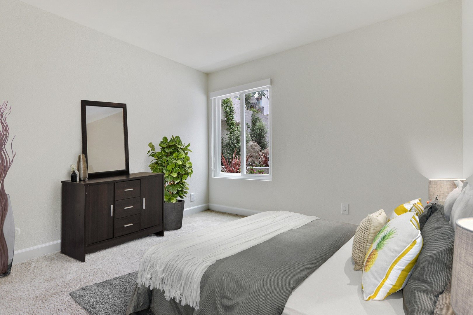 Bedroom at Woodcliff Apartments, 3201 Overland Avenue, Los Angeles