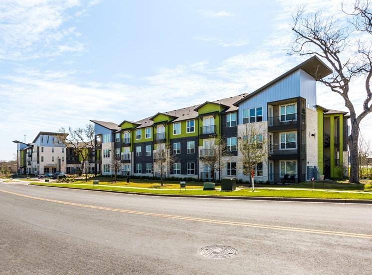 exterior north austin apartments