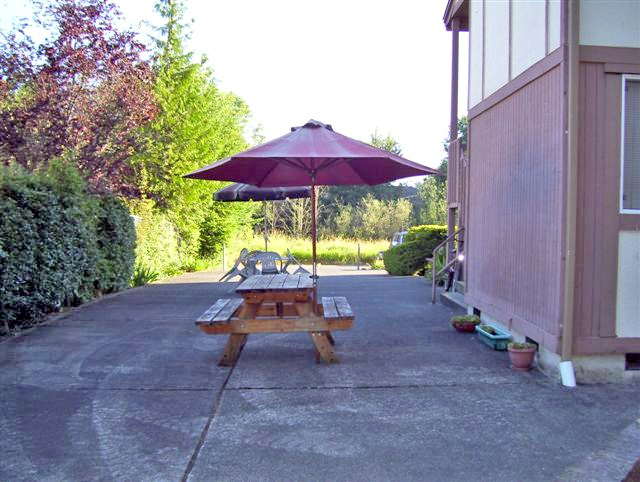 Picnic table at Ridgeview Terrace