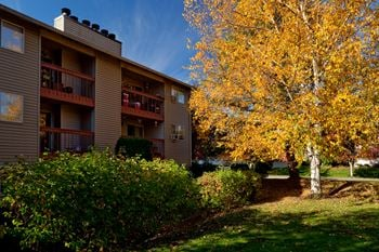 900 SE Park Crest Ave 1-2 Beds Apartment for Rent Photo Gallery 1