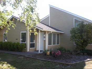 1015 Oakhurst Drive 2-3 Beds Apartment for Rent Photo Gallery 1
