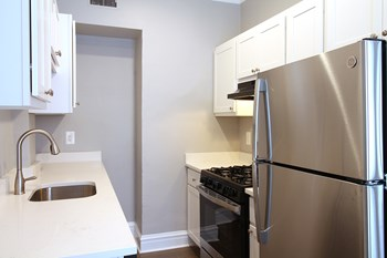 165 S. Oak Park Ave. Studio Apartment for Rent Photo Gallery 1