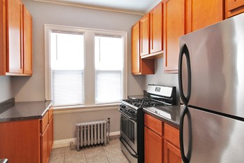 173 N. Grove Ave. Studio-3 Beds Apartment for Rent Photo Gallery 1