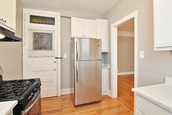 173 N. Grove Ave. 3 Beds Apartment for Rent Photo Gallery 1