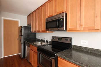 405 Washington Blvd 1 Bed Apartment for Rent Photo Gallery 1