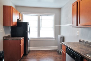 425 N. Humphrey Ave. Studio-1 Bed Apartment for Rent Photo Gallery 1