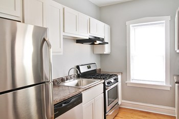 432 N. Austin Blvd. Studio-2 Beds Apartment for Rent Photo Gallery 1