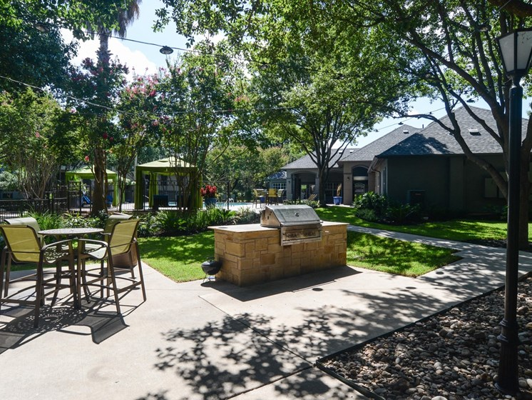 luxury apartments in north austin with grilling stations