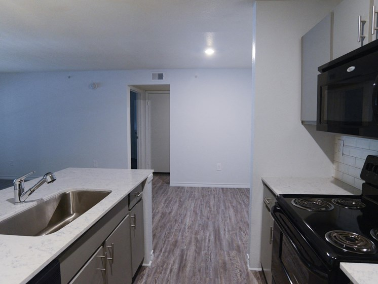 kitchen with quartz countertops in north austin apartments