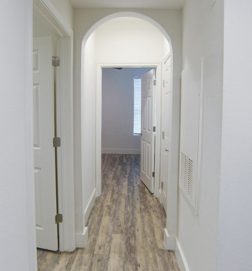 hallway_east_riverside_apartments
