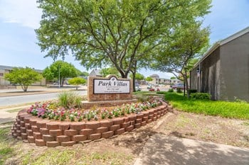 2300 Ridgmar Blvd. 1-2 Beds Apartment for Rent Photo Gallery 1
