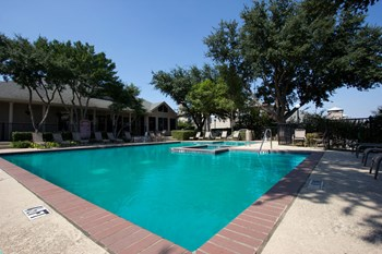 2190 South Uecker 1-3 Beds Apartment for Rent Photo Gallery 1