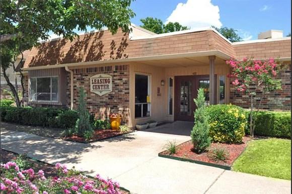 Forest Glen Apartments 402 S Jupiter Road Garland Tx Rentcaf