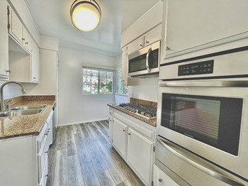 300 S. Rexford Dr. 1 Bed Apartment for Rent Photo Gallery 1
