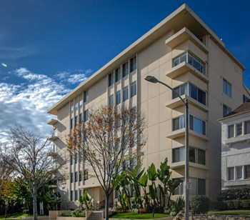 137 S. Reeves Dr. 1-2 Beds Apartment for Rent Photo Gallery 1