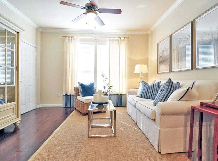 Resident Clubhouse With Modern Amenities at Beacon Lakes Apartments,TX,77539