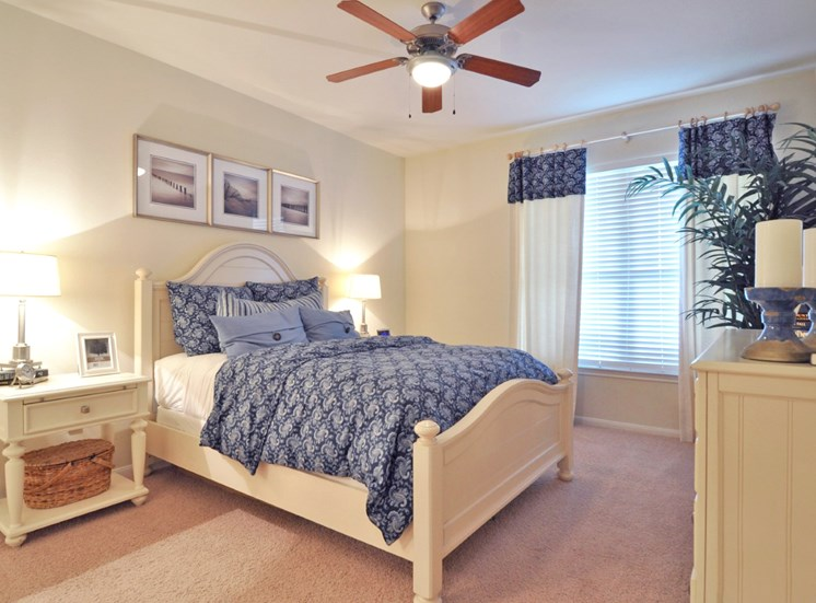 Live in cozy bedrooms With Ceiling Fan at Beacon Lakes Apartments, Dickinson,