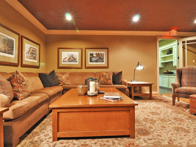 Living Room With Wall-to-Wall Carpeting at Beacon Lakes Apartments, Dickinson, TX